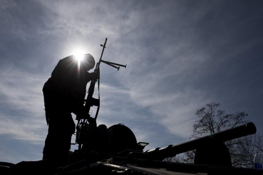 Un soldat ukrainien près de Artemivsk, à l'est... (PHOTO EVGENIY MALOLETKA, ASSOCIATED PRESS)