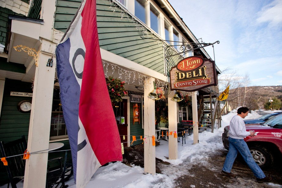 Le J-Town Deli Country Store fait office de petit bistro et de magasin général. (Photo David Boily, La Presse)