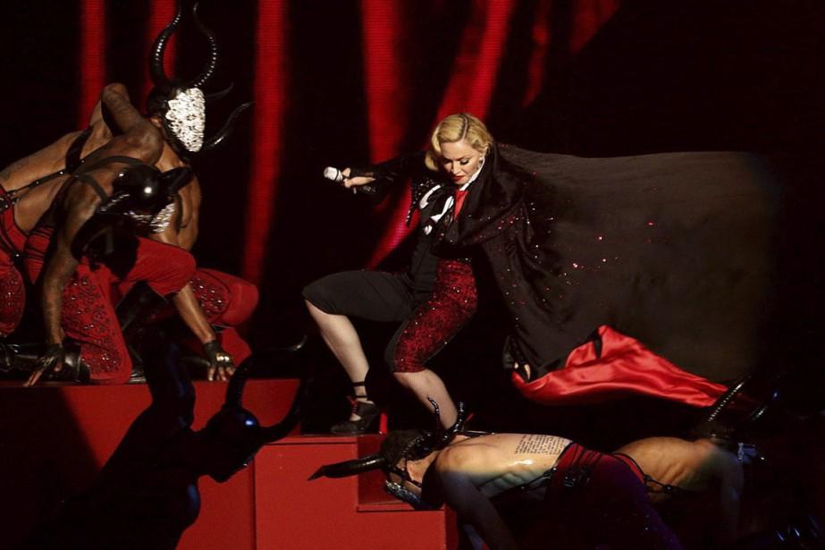 Madonna a fait une chute lors de son... (Photo AP)