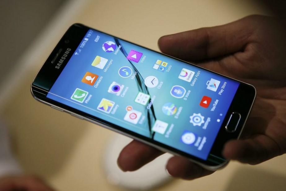 Le nouveau Galaxy S6... (PHOTO ALBERT GEA, REUTERS)