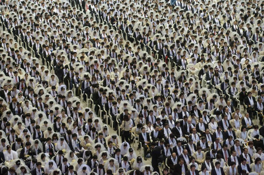 Environ 3800 couples ont pris part à l'événement... (Photo Ed Jones, AFP)