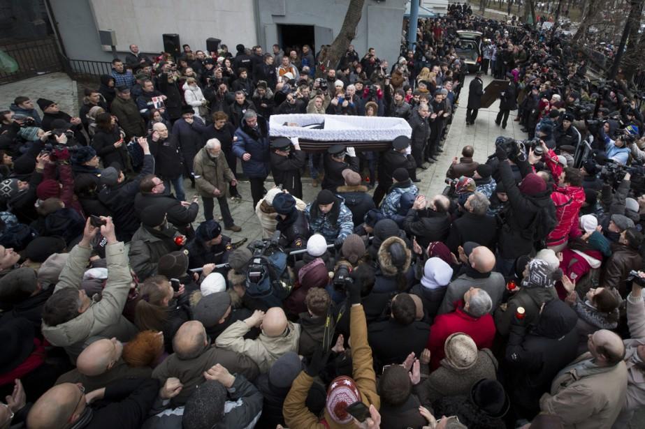 Hier à Moscou, des milliers de Russes ont... (PHOTO DMITRY LOVETSKY, AP)