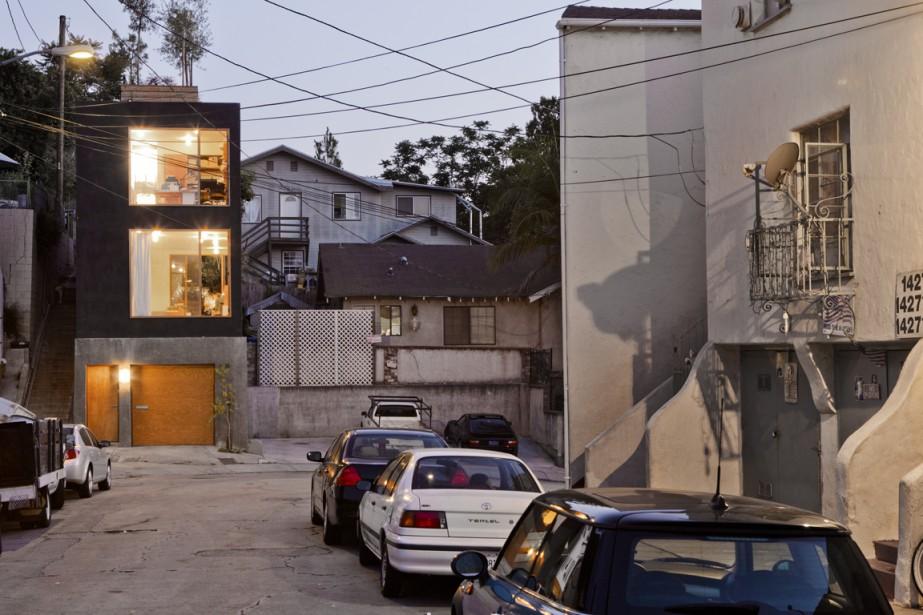 Cette maison de 15 pi de largeur est... (Photo fournie par Anonymous Architects)
