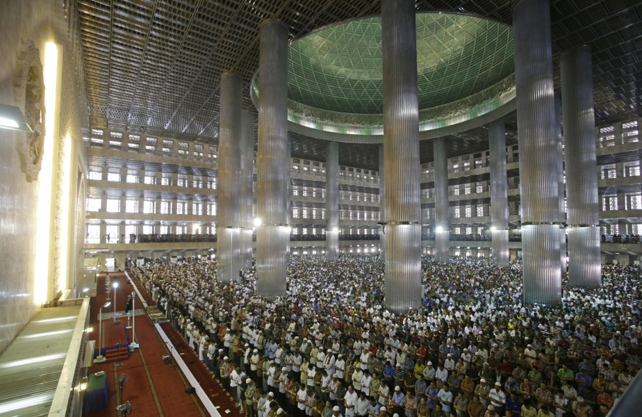 Des fidèles réunis pour la prière du vendredi... (Photo Achmad Ibrahim, archives Associated Press)