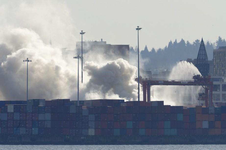 Le conteneur incendié, provenant de Chine, transportait de... (Photo La Presse Canadienne)