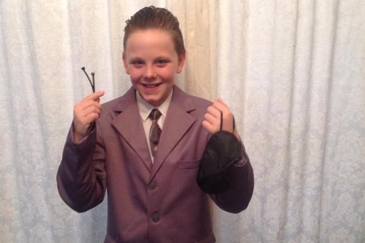 Liam Scholes,11 ans, est arrivé en classe déguisé... (Photo tirée de Twitter)