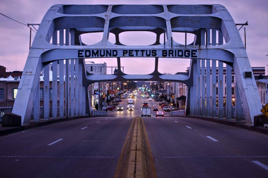 Il y a 50 ans, le pont Edmund... (PHOTO BRENDAN SMIALOWSKI, AFP)