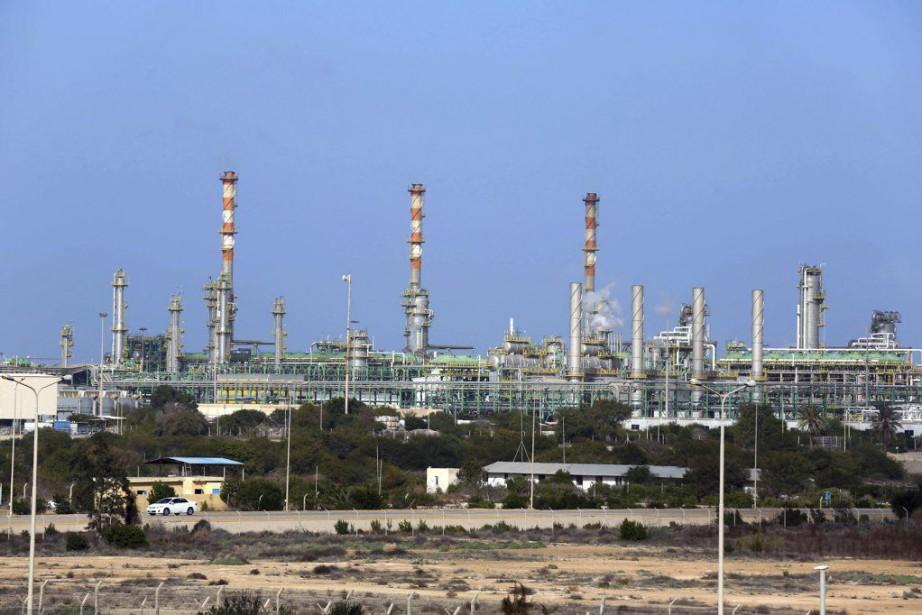 La plupart des sites pétroliers sont à l'arrêt... (PHOTO MAHMUD TURKIA, ARCHIVES AFP)