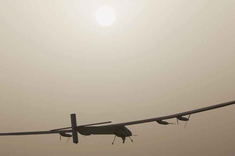 Solar Impulse 2... (PHOTO AHMED JADALLAH, REUTERS)