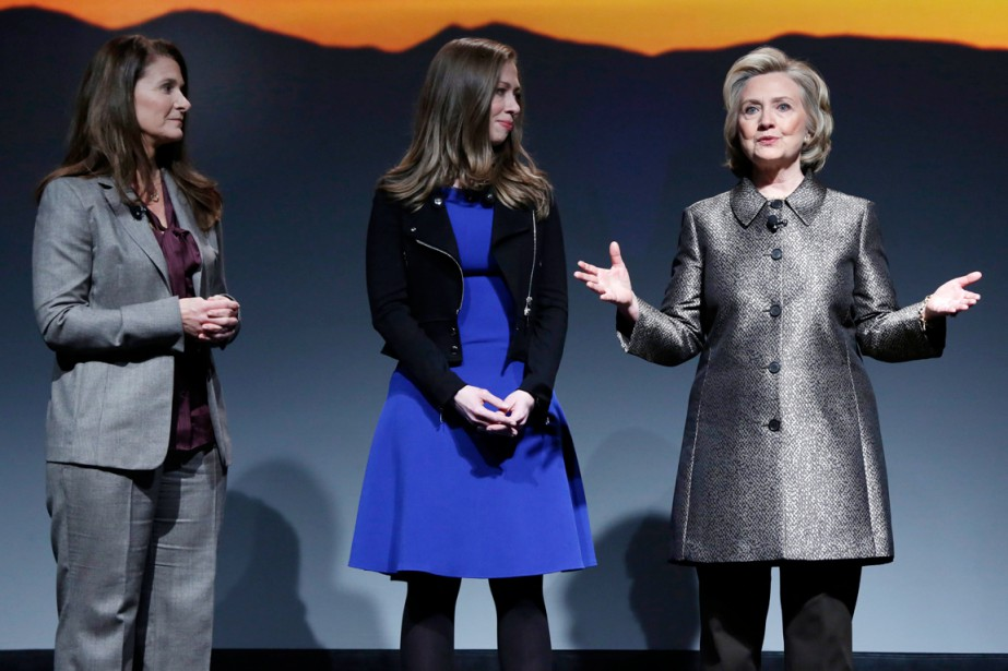 Hillary Clinton (à droite) en compagnie de sa... (PHOTO RICHARD DREW, AP)