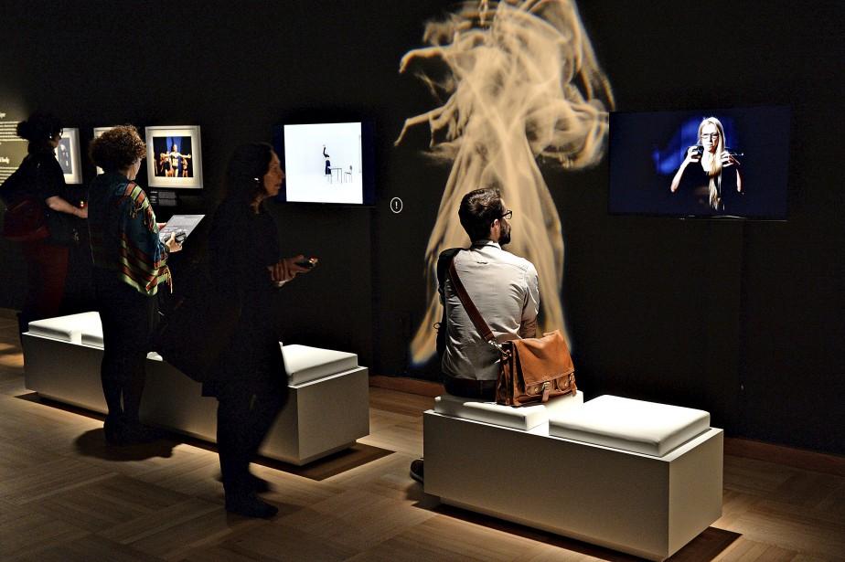 Le visiteur est plongé dès son entrée dans la salle dans un univers intimiste animé de vidéos, de photos et de textes explicatifs. (Le Soleil, Patrice Laroche)