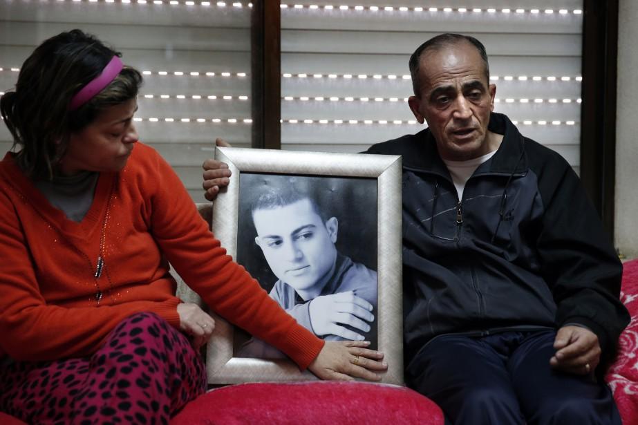 Une photo deMuhammad Said Ismail Musallam tenue par... (PHOTO THOMAS COEX, AFP)