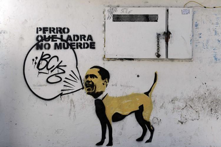 Un graffiti dessiné sur un mur a Caracas... (Photo: AFP)