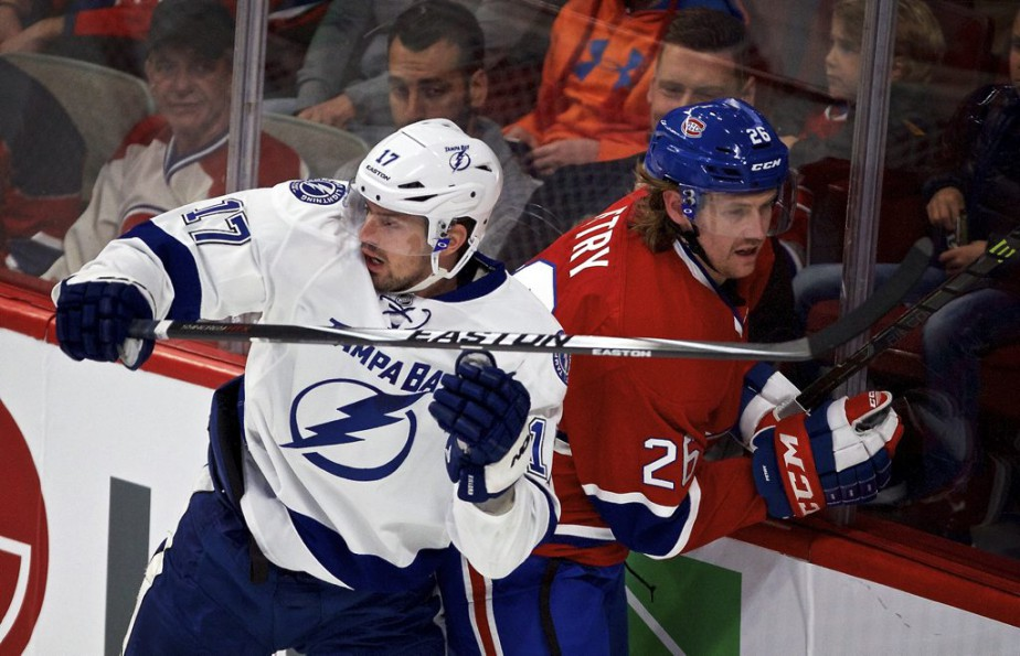 Jeff Petry plaqué par Alex Killorn. (André Pichette, La Presse)