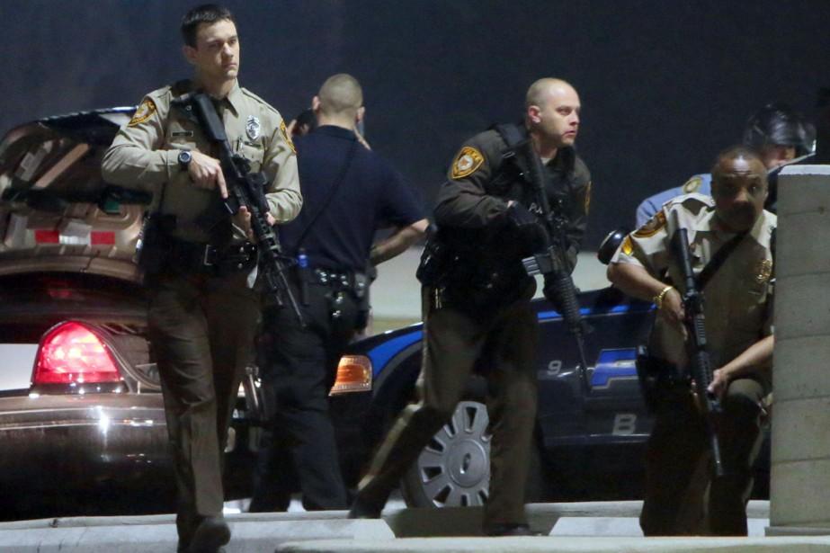 L'un des policiers a été touché au visage... (PHOTO LAURIE SKRIVAN, AP/ST. LOUIS POST DISPATCH)