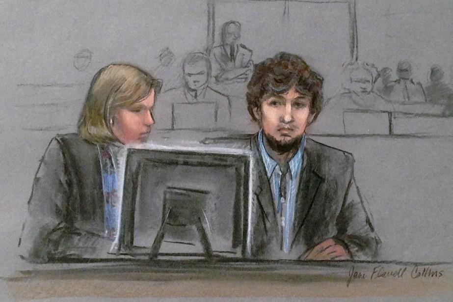 Djokhar Tsarnaev et son avocate Judy Clarke regardent... (ILLUSTRATION JANE FLAVELL COLLINS, ARCHIVES AP)