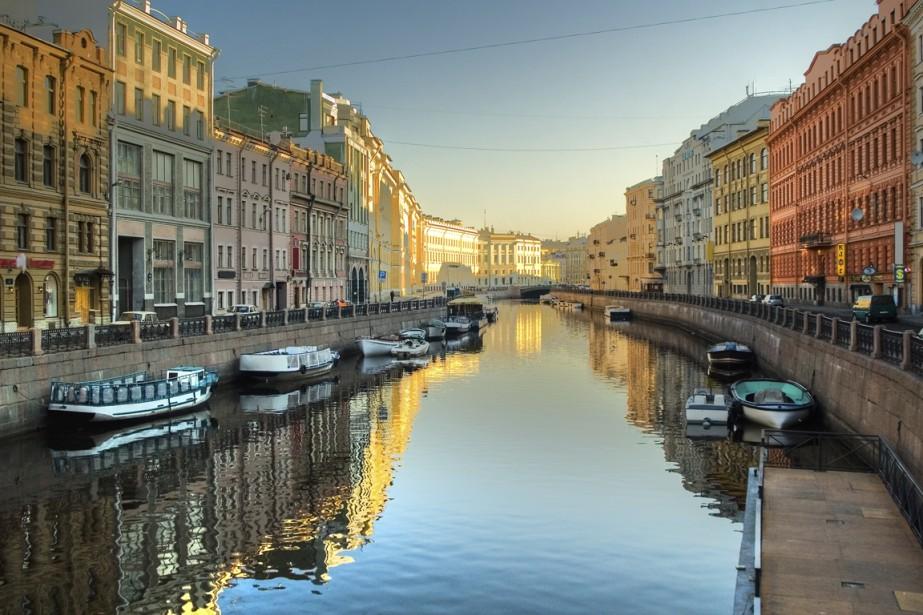 Saint-Pétersbourg se visite très bien à pied. Elle... (Photo Digital/Thinkstock)