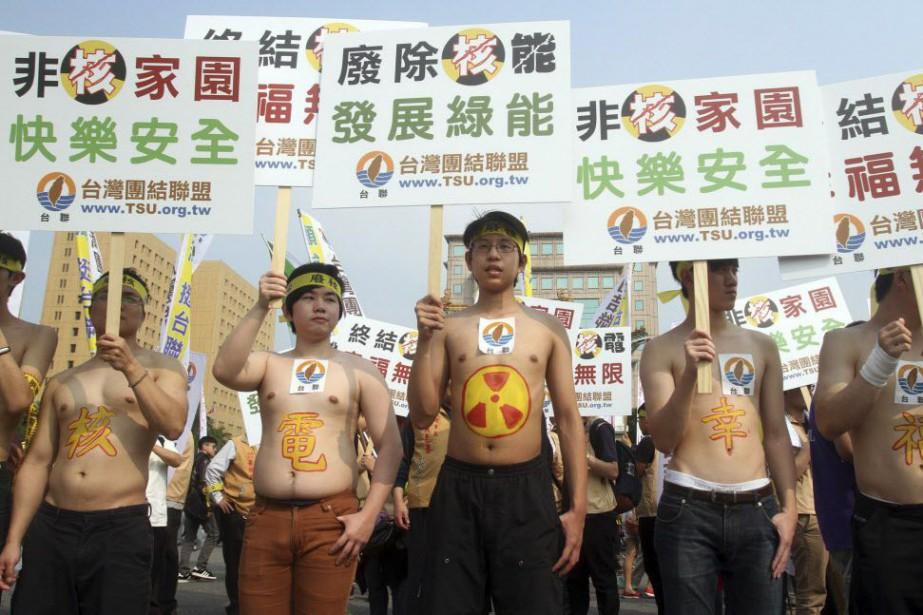 Les militants antinucléaires estiment la mesure insuffisante et... (Photo Chiang Ying-ying, AFP)