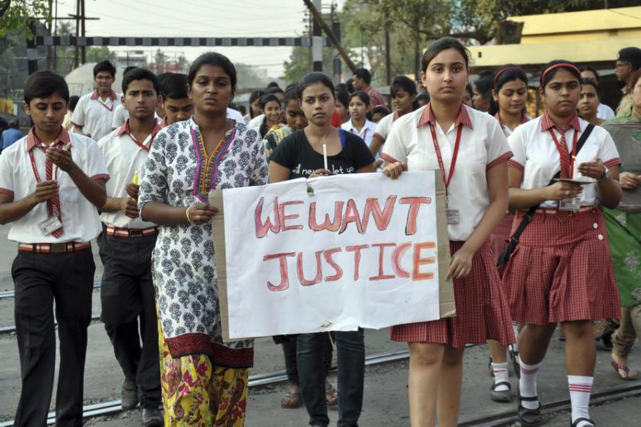 Des habitants sont descendus dans la rue pour... (Photo Pranab Debnath, AP)