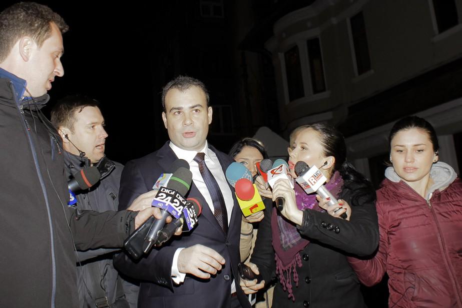 Le ministre des Finances, parlant aux journalistes, vendredi,... (Photo Marin Raica, REUTERS)