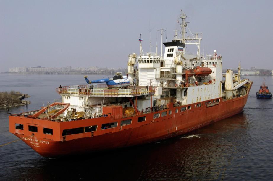 Le navire russe Akademik Fyodorov a participé à... (PHOTO SERGEI KOMPANIYCHENKO, ARCHIVES AP)