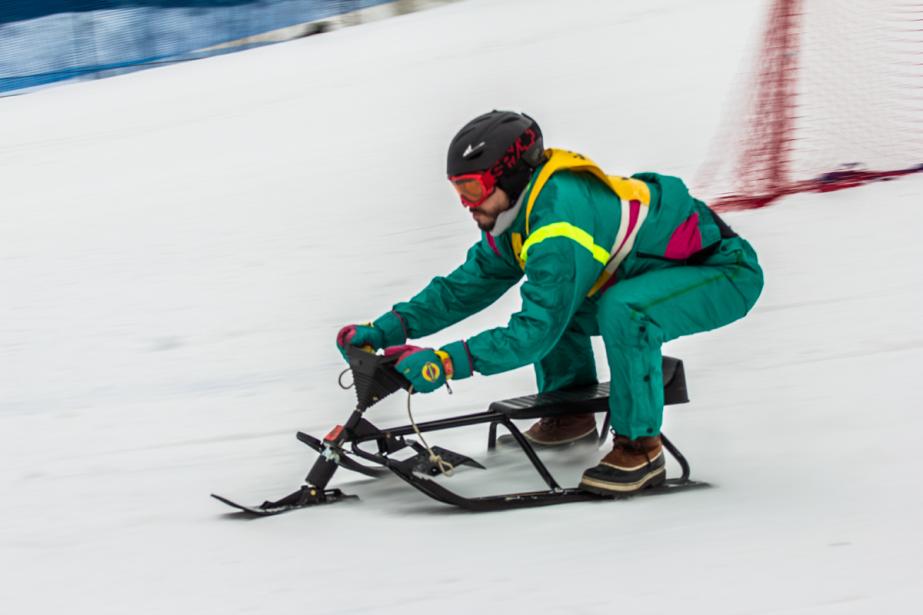 Le clou du spectacle est la course «extrême» réservée aux lugeurs de plus de 12 ans, qui peuvent modifier leurs luges comme bon leur semble, tant et aussi longtemps qu'il y a bel et bien trois skis... et qu'il n'y a pas de moteur! (Photo Nickb Media, fournie par Marto Napoli)