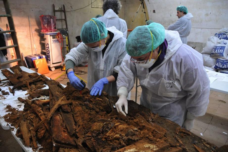 Des archéologues effectuent des fouilles depuis mars 2014... (Photo AP / Aranzadi Science Society)