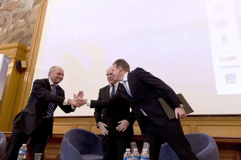 (De gauche à droite) le ministre français des...