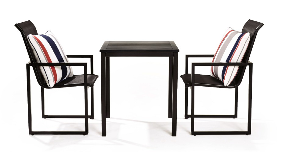 Effilée et moderne la collection Tofino (Photo fournie par La Baie d Hudson)