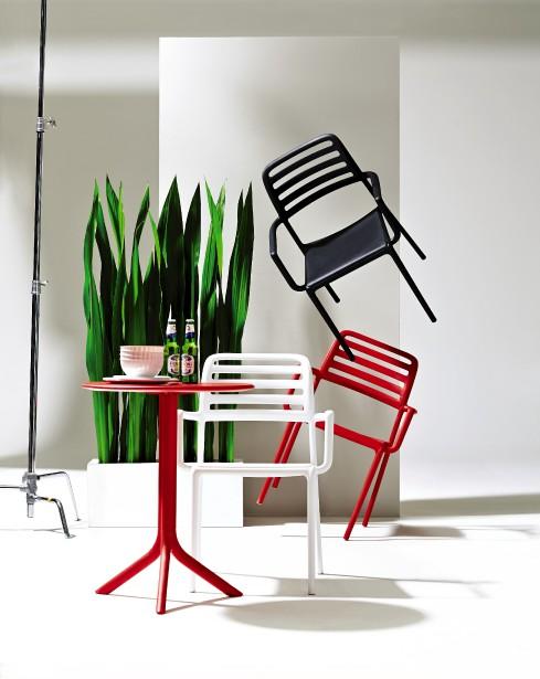 Ces chaises Nardi, conçues et produites en Italie, sont faites de composite de résine et de fibre de verre. (Photo fournie par La Baie d Hudson)