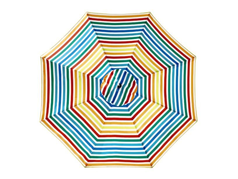La Baie offre toute une gamme de couleurs vives pour ses parasols. (Photo fournie par La Baie d Hudson)