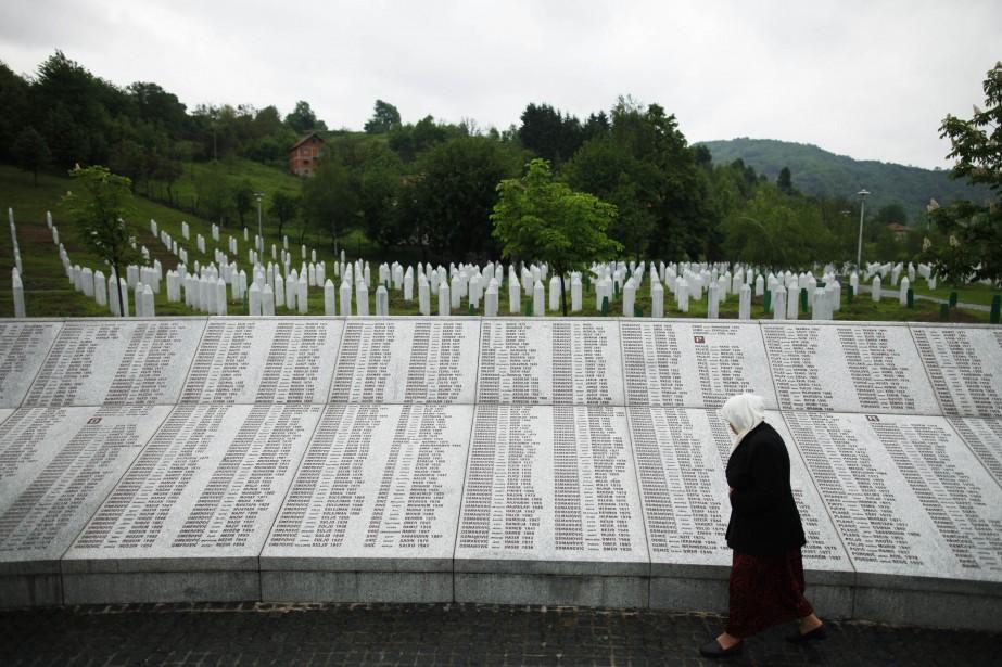 Un monument commémoratif a été dressé en hommage... (Photo Dado Ruvic, Reuters)