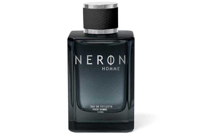 <strong>Dans le jus</strong> C'est un premier parfum masculin réussi pour Caroline Néron. Des effluves citronnés, frais et modernes, pour l'homme actif. Prix : 79 $ les 100 ml. carolineneron.com ()