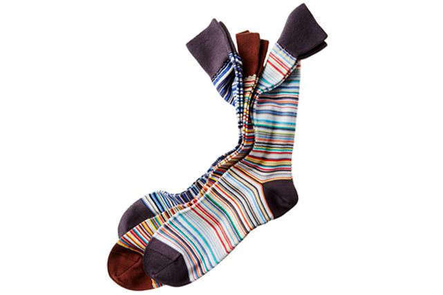 <strong>Chic chaussettes</strong> Célébrez l'arrivée du printemps avec ces trois paires de chaussettes colorées signées Paul Smith. Prix : 85 $. harryrosen.com ()