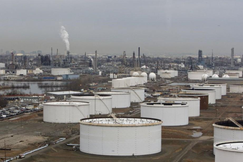 La chute des prix du pétrole risque d'entraîner... (Photo Daniel Acker, archives Bloomberg)