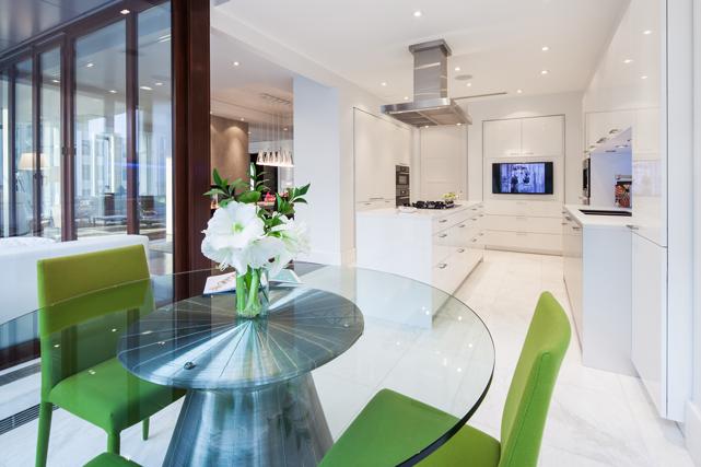 La cuisine à l'intérieur d'un nouveau condo. Crédit photo: Stéphane Groleau. ()