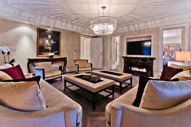 Le salon d'une suite rénovée. Crédit photo: Alexandre Parent. ()