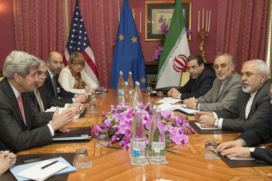Le secrétaire d'État américain John Kerry s'entretient avec... (Photo Brian Snyder, Reuters)