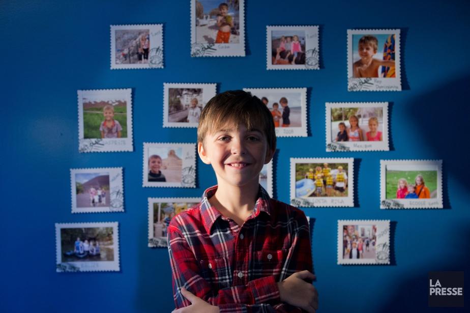 Florent Côté, 11 ans, devant ses photographies de... (Photo Ivanoh Demers, La Presse)