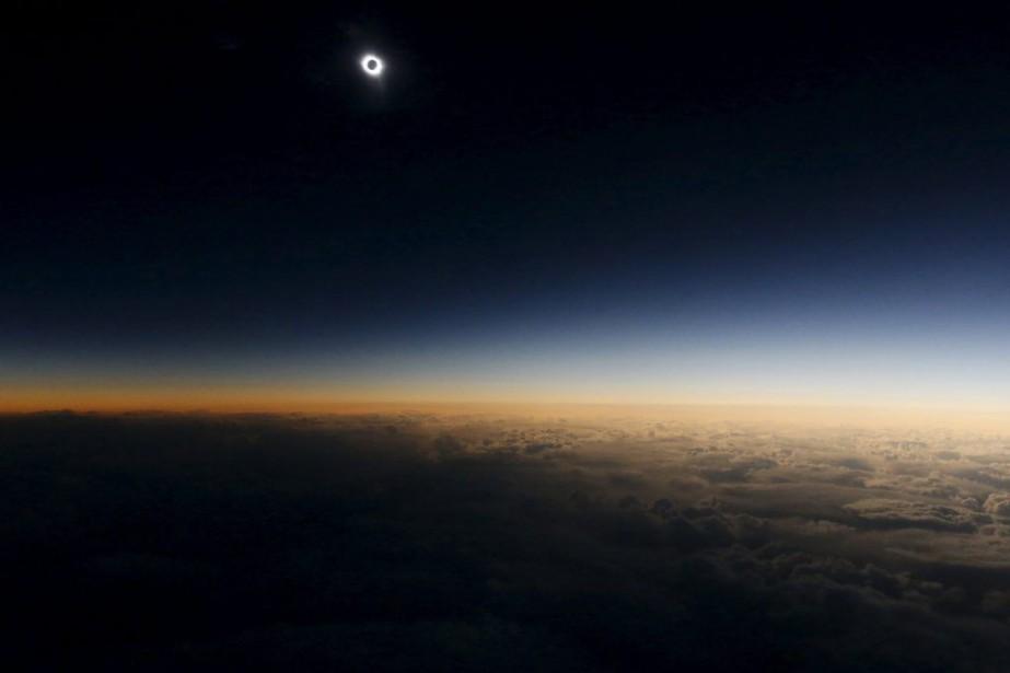 Il s'agissait de la 10e éclipse solaire totale... (PHOTO SERGEI KARPUKHIN, REUTERS)