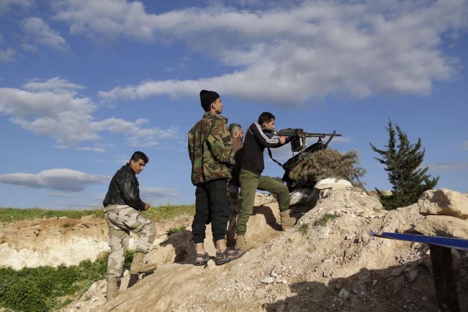 Des combattants kurdes.... (PHOTO KHALIL ASHAWI, ARCHIVES REUTERS)