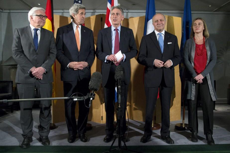 MM. Hammond et Kerry, l'Allemand Frank Walter Steinmeier,... (PHOTO BRIAN SNYDER, AP)