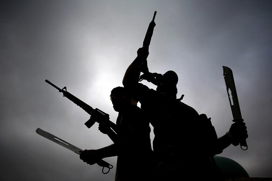 Sur la photo, des combattants s'en vont affronter... (PHOTO HAIDAR HAMDANI, archives AGENCE FRANCE PRESSE)