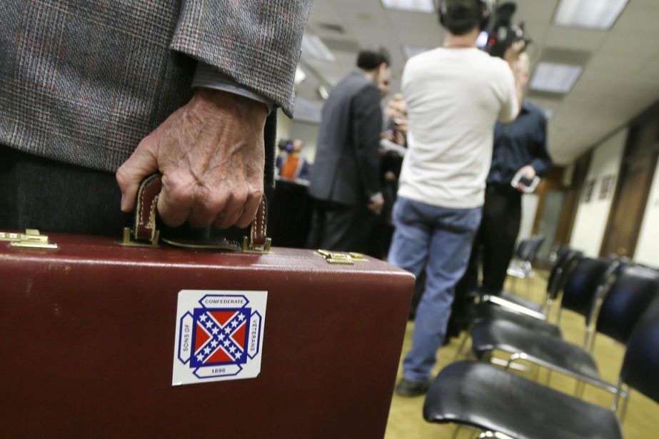 Au coeur de cette affaire, le drapeau des... (PHOTO DANNY JOHNSTON, ARCHIVES AP)