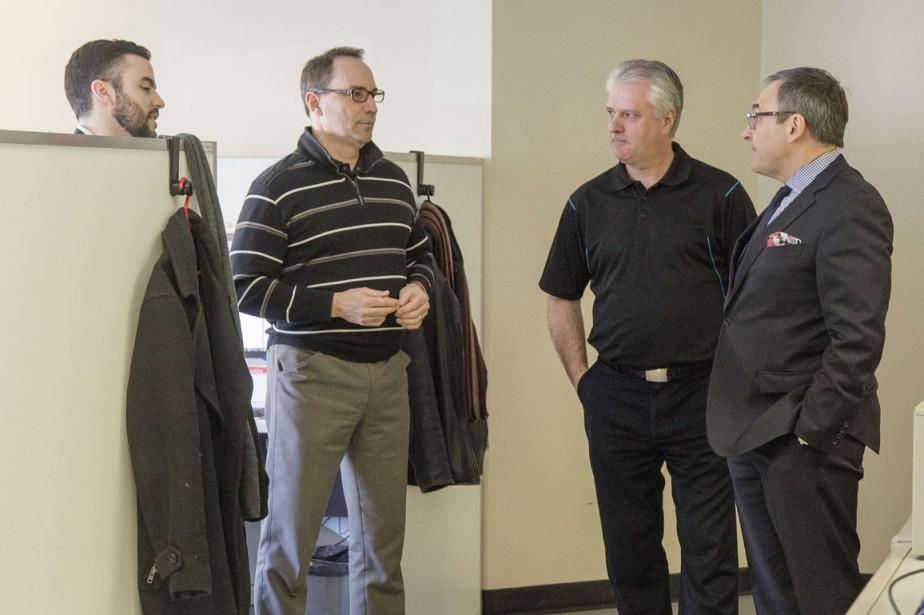 Avec René Béliveau, directeur de la production, Martin Cauchon a rencontré des représentants publicitaires du journal. ()