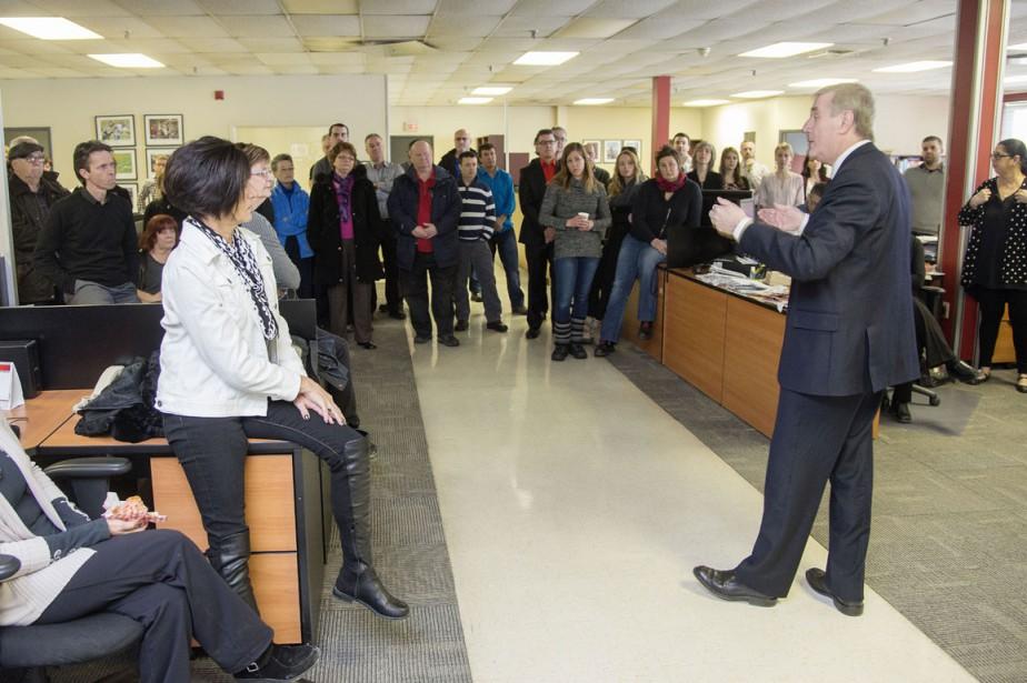Claude Gagnon s'adresse aux employés de La Tribune. ()