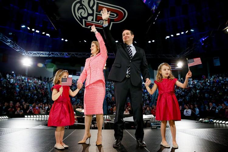 Ted Cruz était accompagné lundi par sa femme... (Photo: AP)