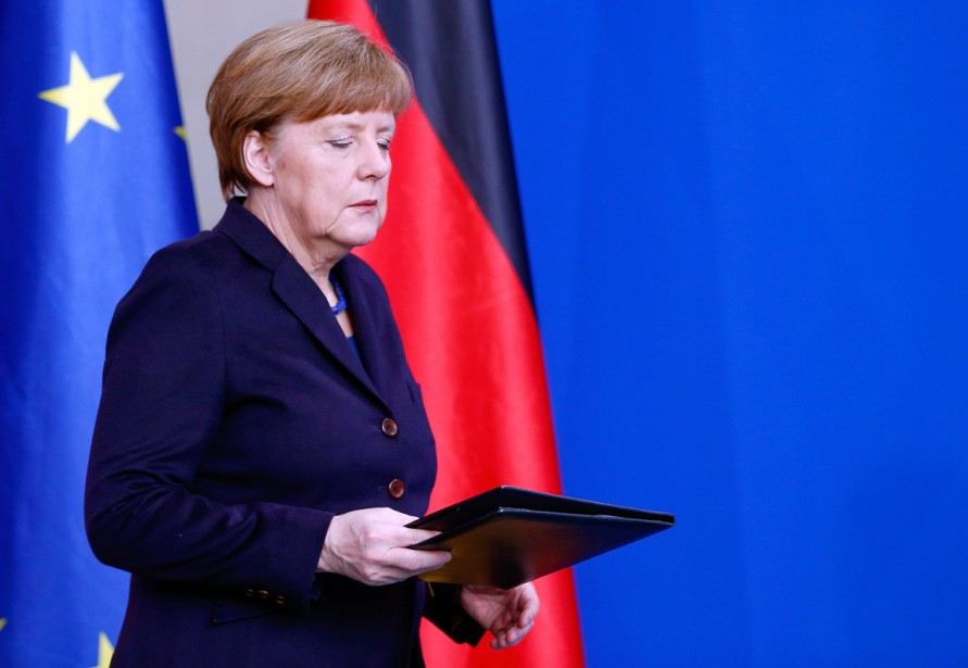 La chancelière allemande Angela Merkel se prépare à s'adresser à la nation à la suite du drame. Selon Germanwings, 67 Allemands se trouvaient à bord de l'avion au moment de l'écrasement. (PHOTO Hannibal Hanschke, REUTERS)
