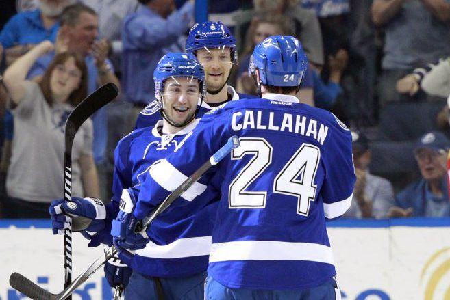 Ryan Callahan et Nikita Kucherov ont fait vibrer les cordages... (Photo: Reuters)