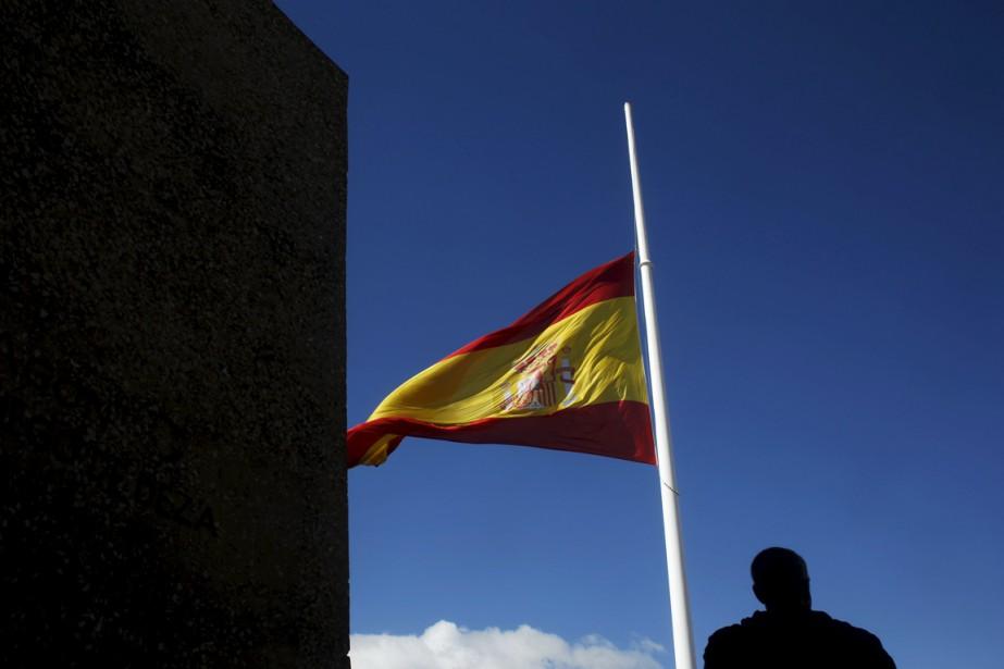 L'Espagne observait mercredi une première journée de deuil... (PHOTO SUSANA VERA, REUTERS)